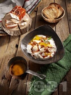 Лесни яйца по панагюрски върху кисело мляко и сирене - снимка на рецептата